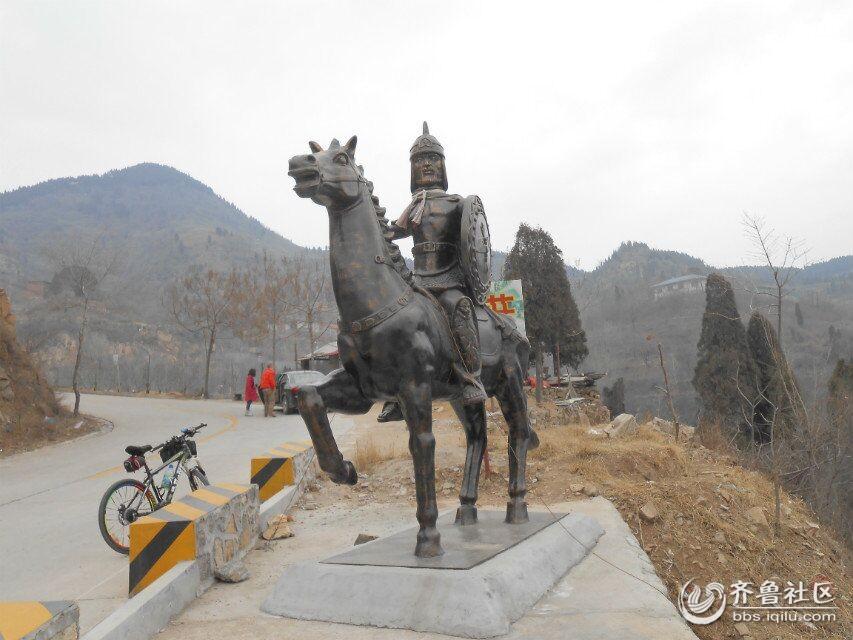 半山腰上农家乐自己制作的雕塑
