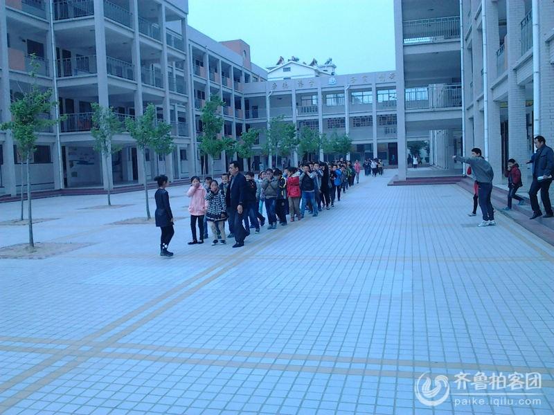 菏泽单县开发区实验小学举行 突发性安全防范演练 剪影 山东最大的图片