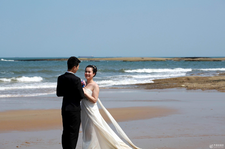 日照灯塔海边拍婚纱照