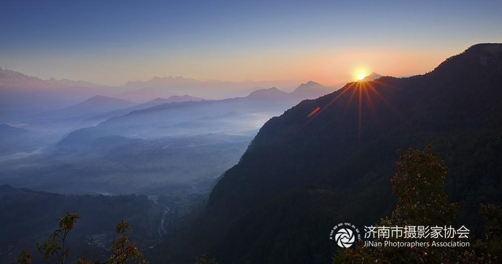 王亮朝尼泊尔风光摄影欣赏——尼泊尔的晨曦