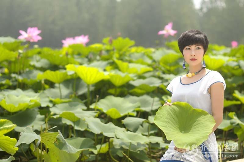 单县湿地公园拍荷花美女 菏泽拍客
