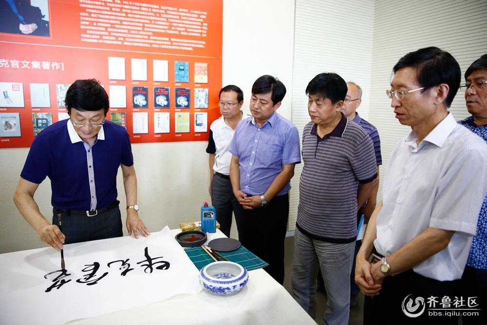 3徐鹏飞主任为毕克官艺术研究中心成立题词.jpg
