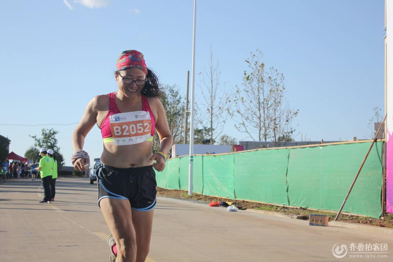 山东长岛半程马拉松开跑之运动员享跑