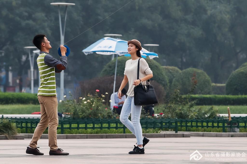 放风筝的情侣 社会生活图片