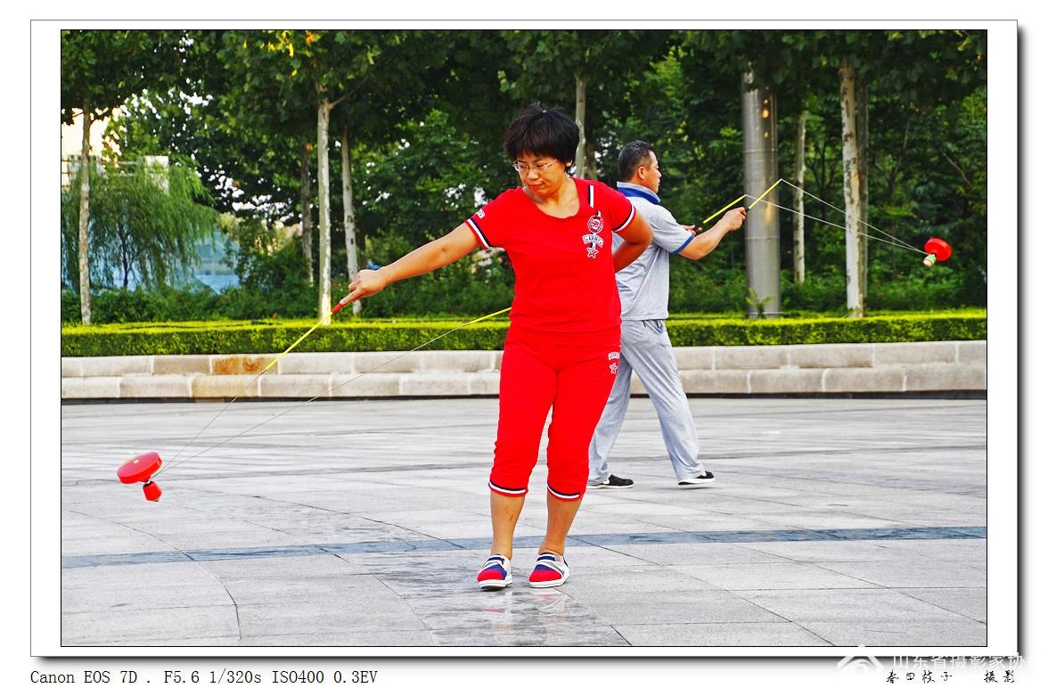 8、_MG_2371《群众体育--抖空竹》--8.jpg