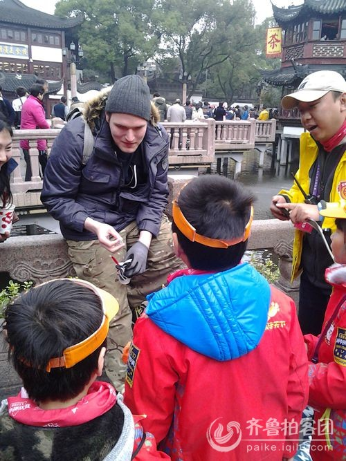 上海豫园—外国友人与小朋友交流