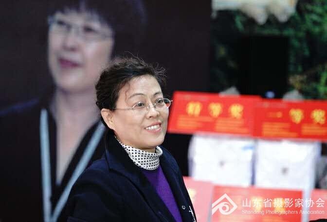 山东省摄影家协会驻会常务副主席贾虹荀
