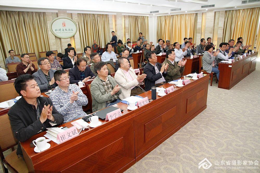 省摄协主席团及各团体会员代表出席了会议