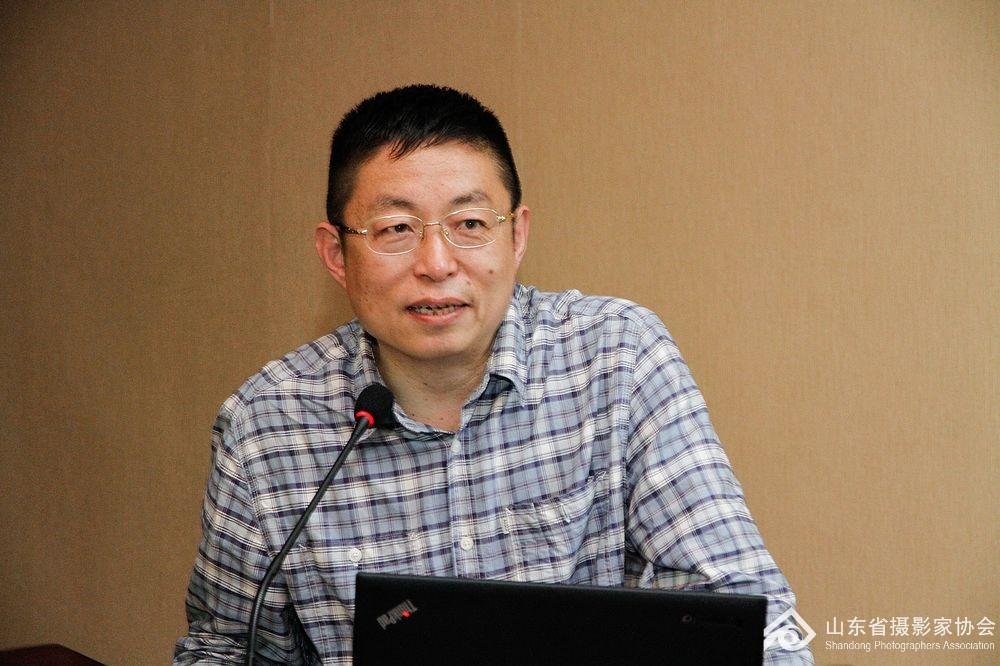 青岛市摄影家协会主席李学亮分享工作经验