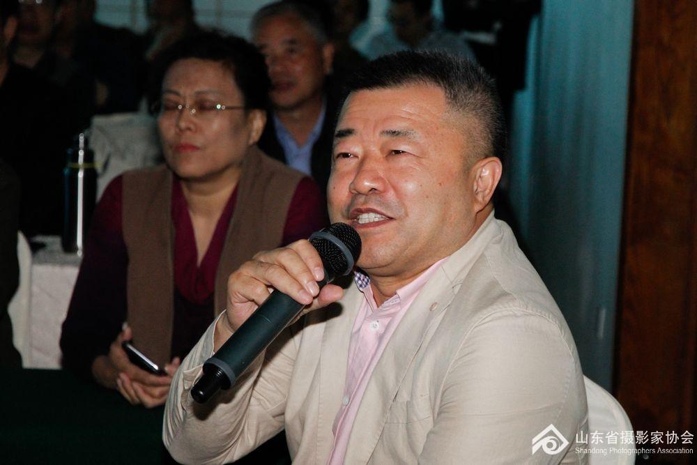山东省摄影家协会副主席鞠航点评学员作品