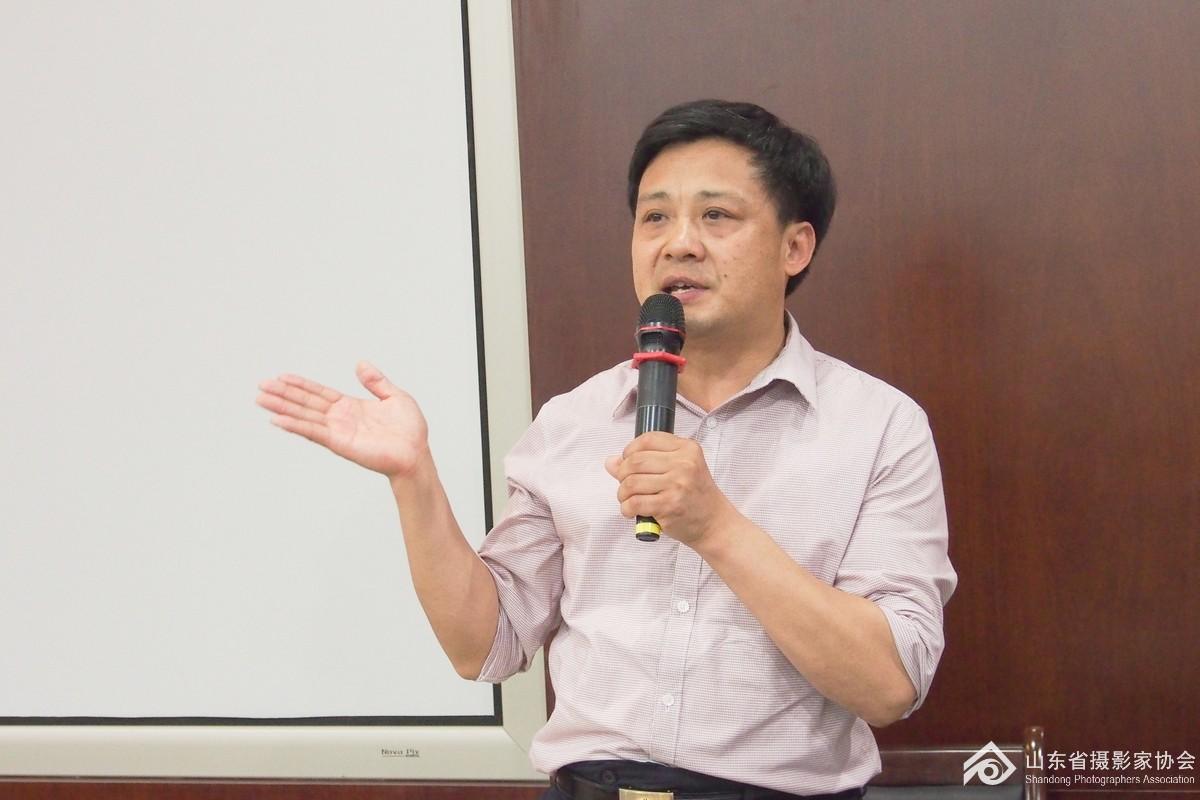 省摄影家协会秘书长张世刚主持授课开班仪式.jpg