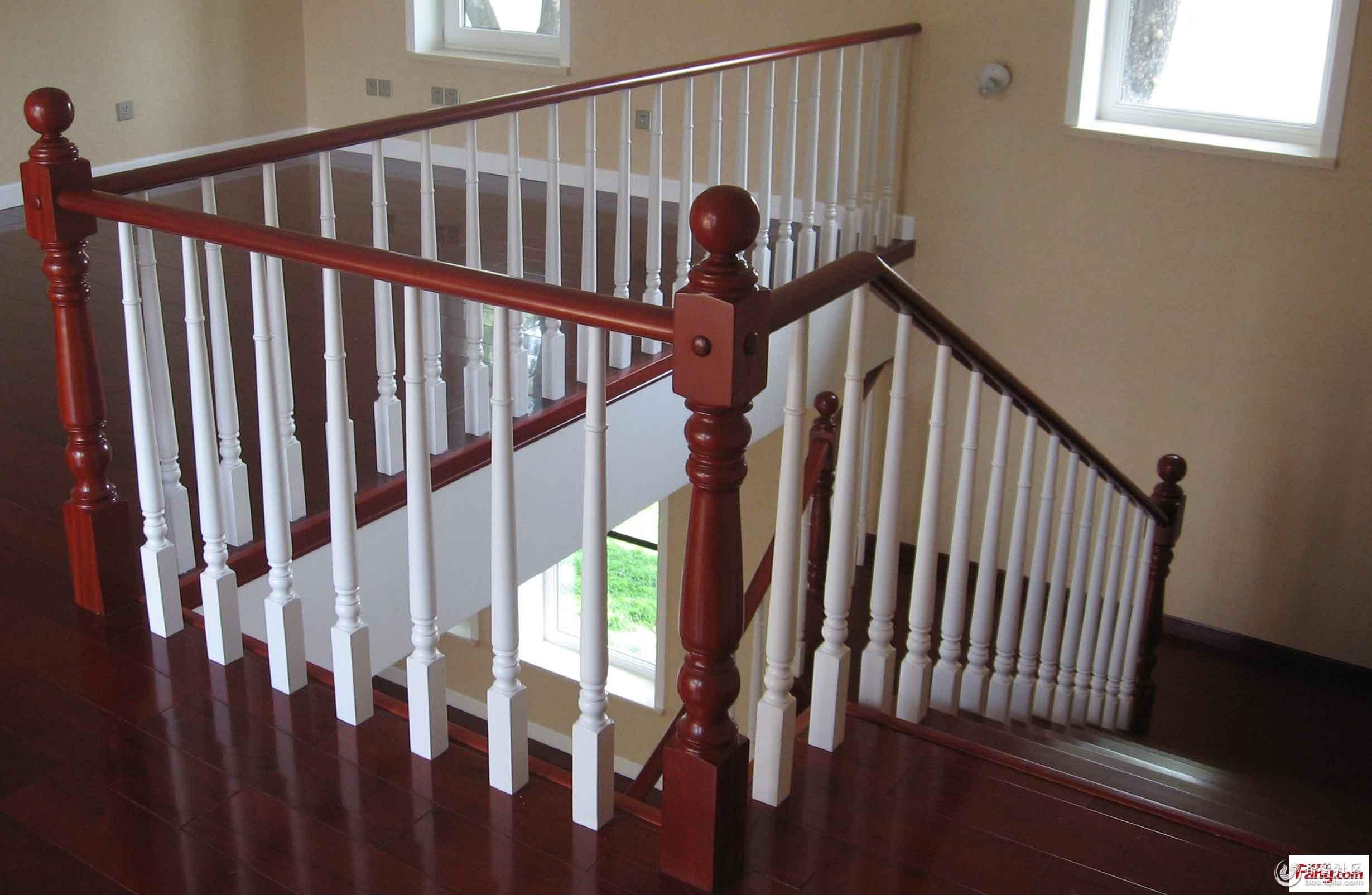 济南实木楼梯钢木楼梯中柱旋转楼梯玻璃围栏工程楼梯