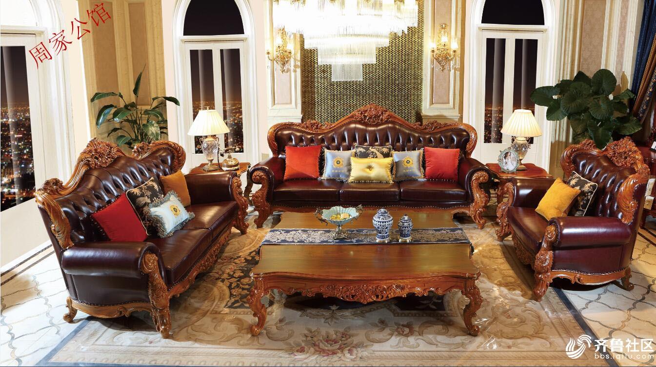 欧式红木家具是欧式古典风格装修的重要元素,以意大利、法国和西班牙风格的家具为主要代表。它延续了17世纪至19世纪皇室贵族家具的特点,讲究手工精细的裁切雕刻,轮廓和转折部分由对称而富有节奏感的曲线或曲面构成,并装饰镀金铜饰,结构简练,线条流畅,色彩富丽,艺术感强,给人的整体感觉是华贵优雅,十分庄重。
