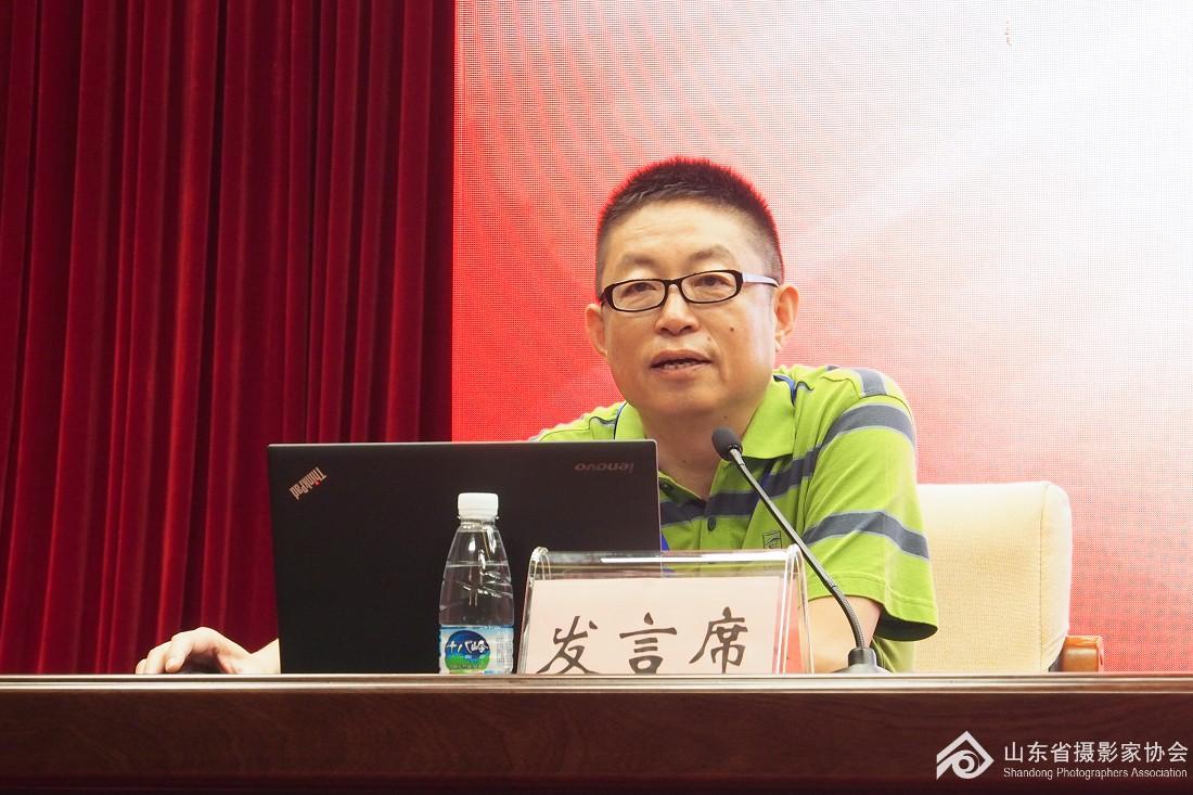 山东省摄影家协会副主席、青岛市摄协主席李学亮谈心得体会.jpg
