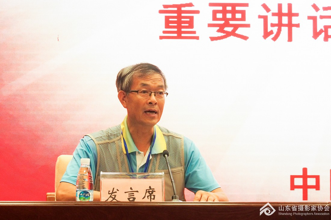 威海市摄协主席王晓光代表会员发言.jpg
