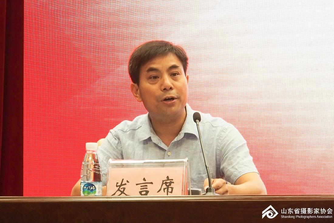 新华社山东分社摄影部主任范长国谈心得体会.jpg