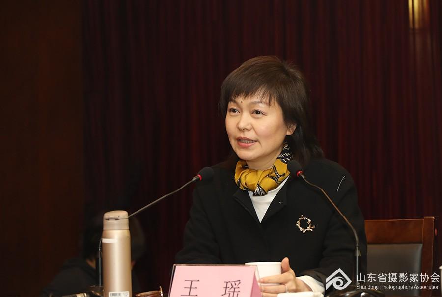 3中国摄影家协会主席、分党组书记王瑶作报告