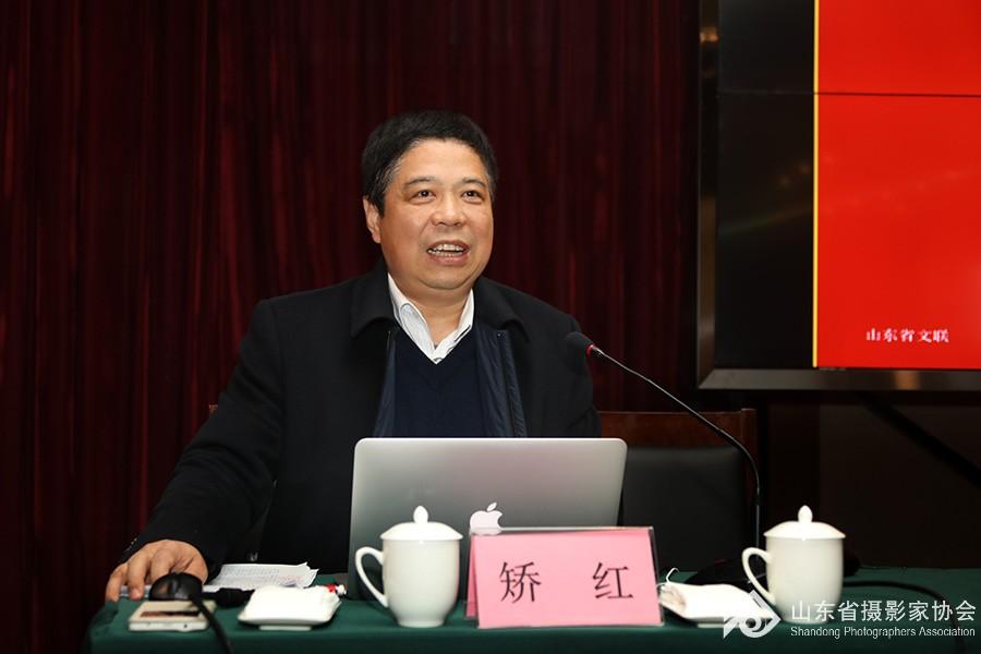 4山东省文联党组成员、副主席矫红作报告
