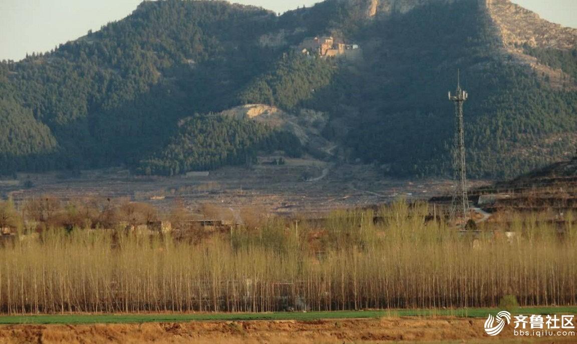 黄河对岸观看狮耳山