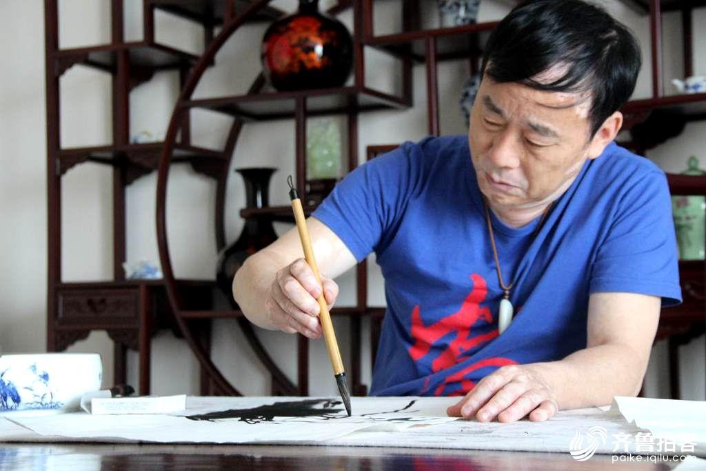 《荷风徐来》徐贤文书画作品在安丘市展出