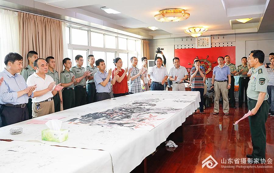 """""""纪念建军90周年""""山东省文联慰问团走进枣庄部队"""