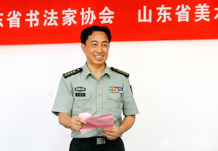 枣庄军分区政治委员韦昌进致辞