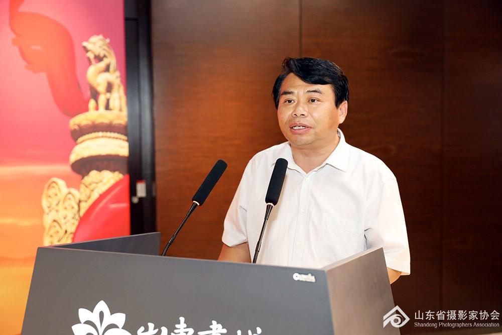 山东省摄影家协会主席谷永威致辞.jpg