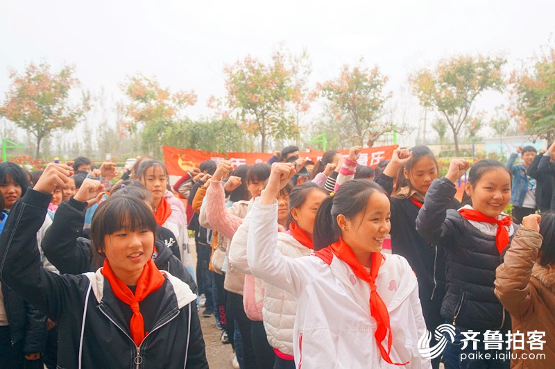 高庄中学开展少先队建队日主题活动暨换戴大号红领巾仪式