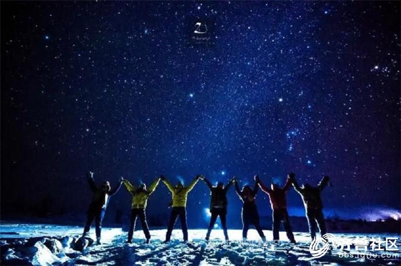 夜空下的团队.jpg