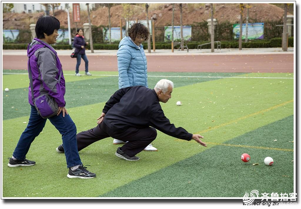 安丘市昨天举办高智尔球培训班