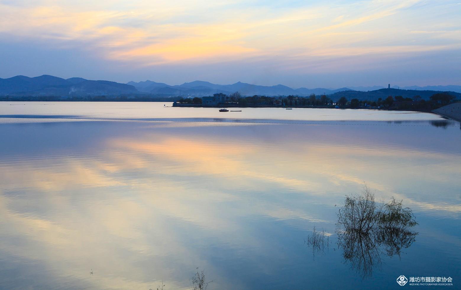 静谧的巨洋湖