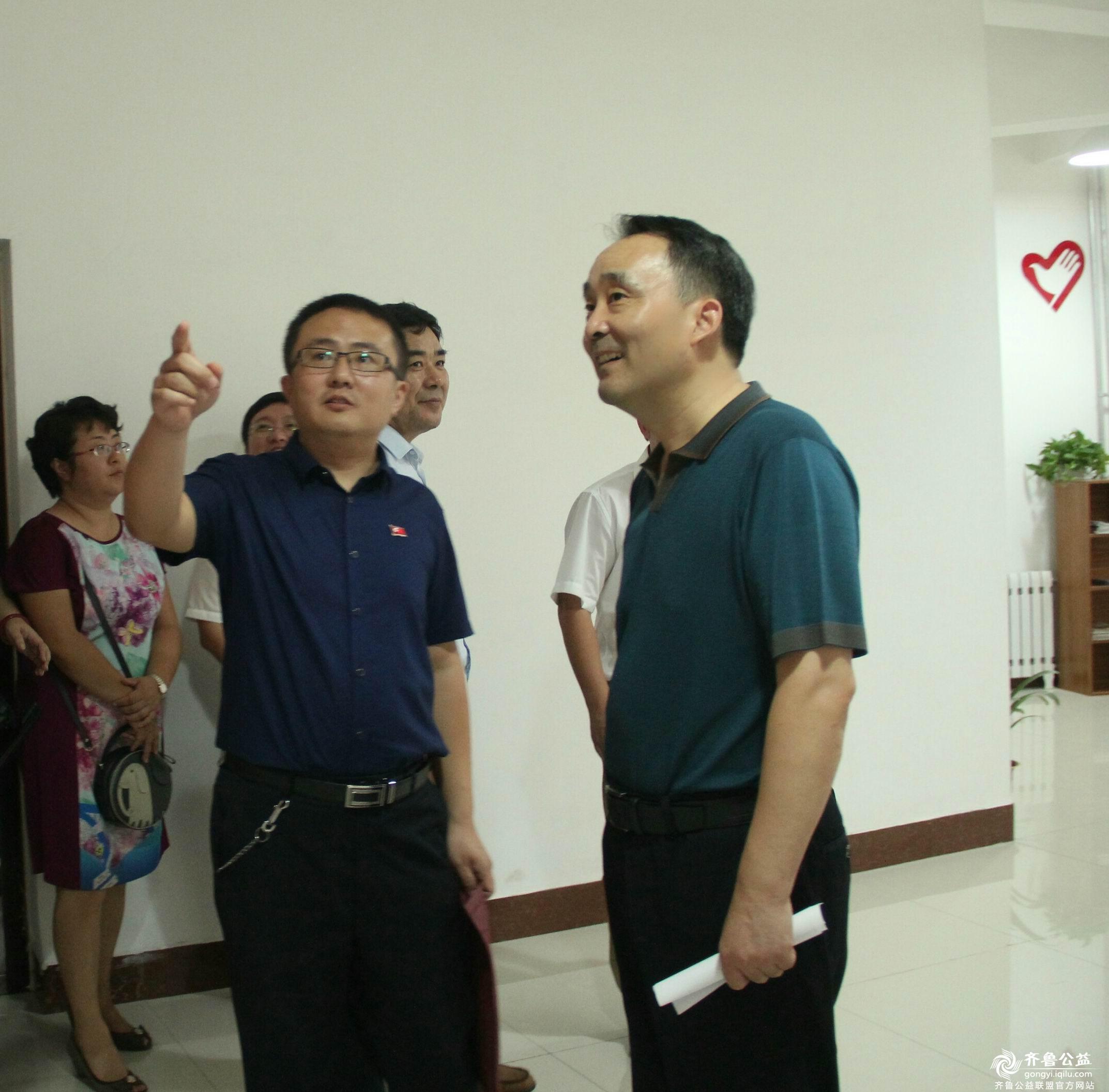 市委统战部副部长参观山东哥哥工作室1.jpg