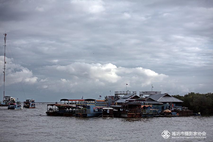 柬埔寨洞里萨湖水上的人家