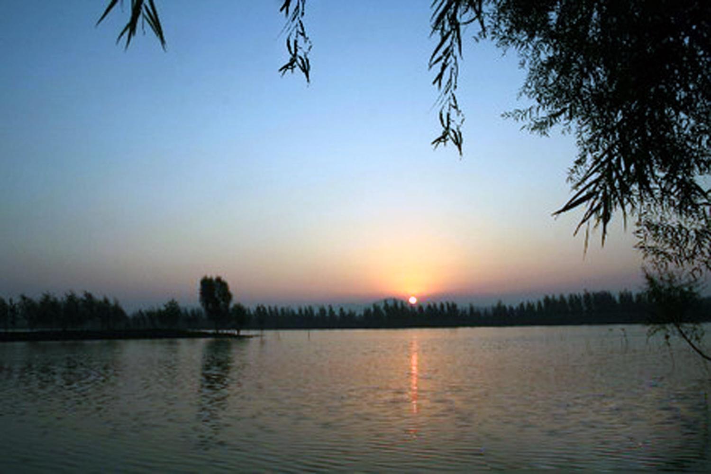 平阴玫瑰湖01摄影:佚名.jpg