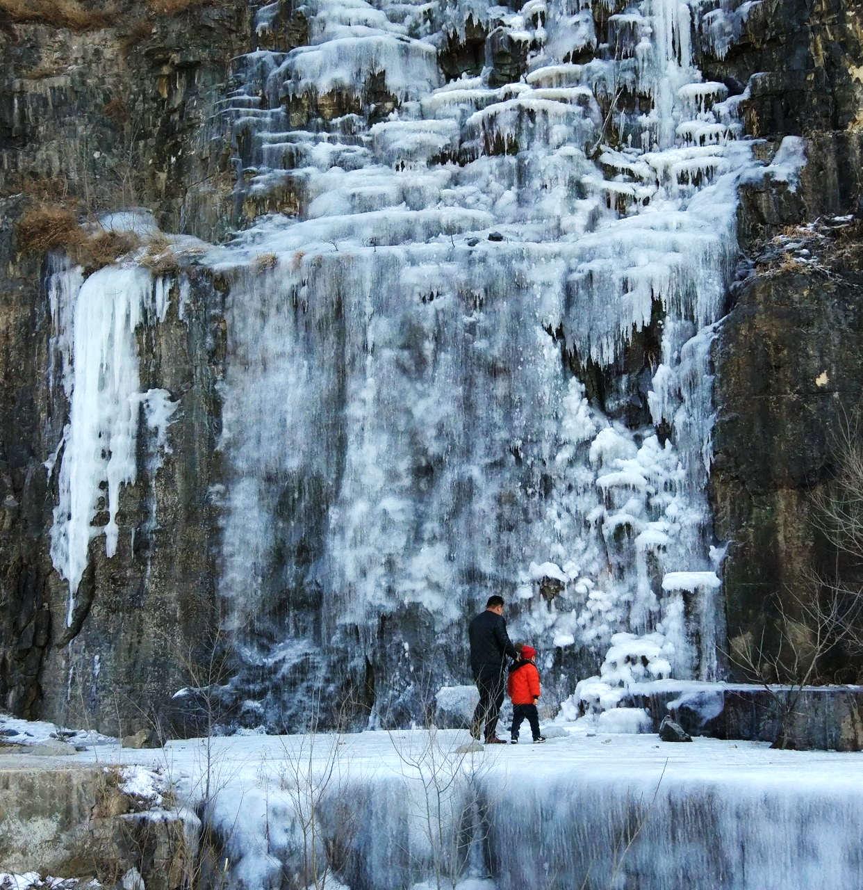 悬崖冰瀑(1).jpg