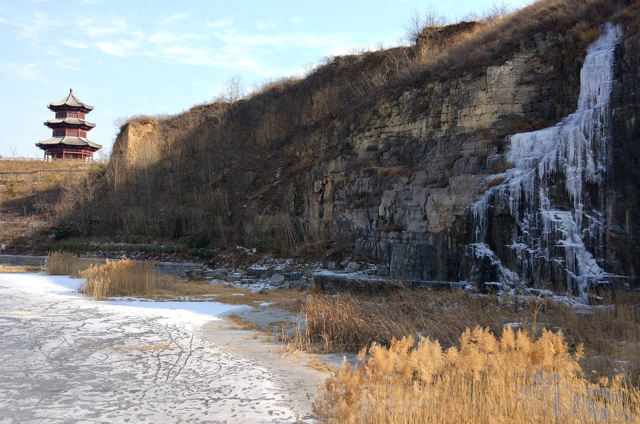 悬崖冰瀑(2).jpg