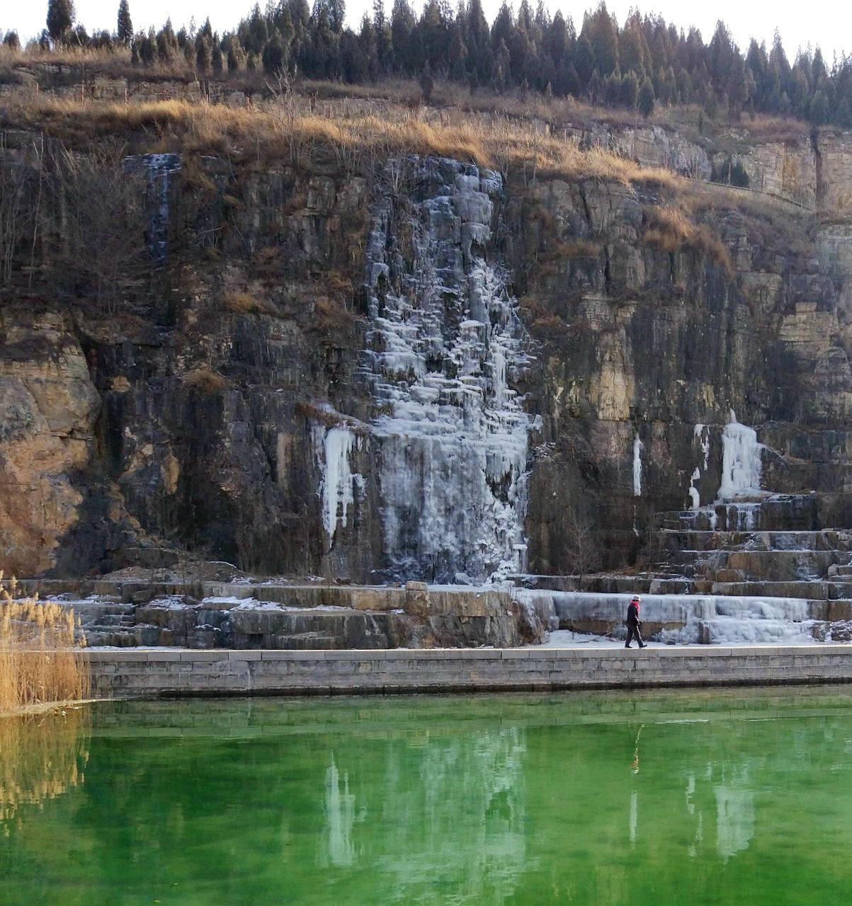 悬崖冰瀑(3).jpg