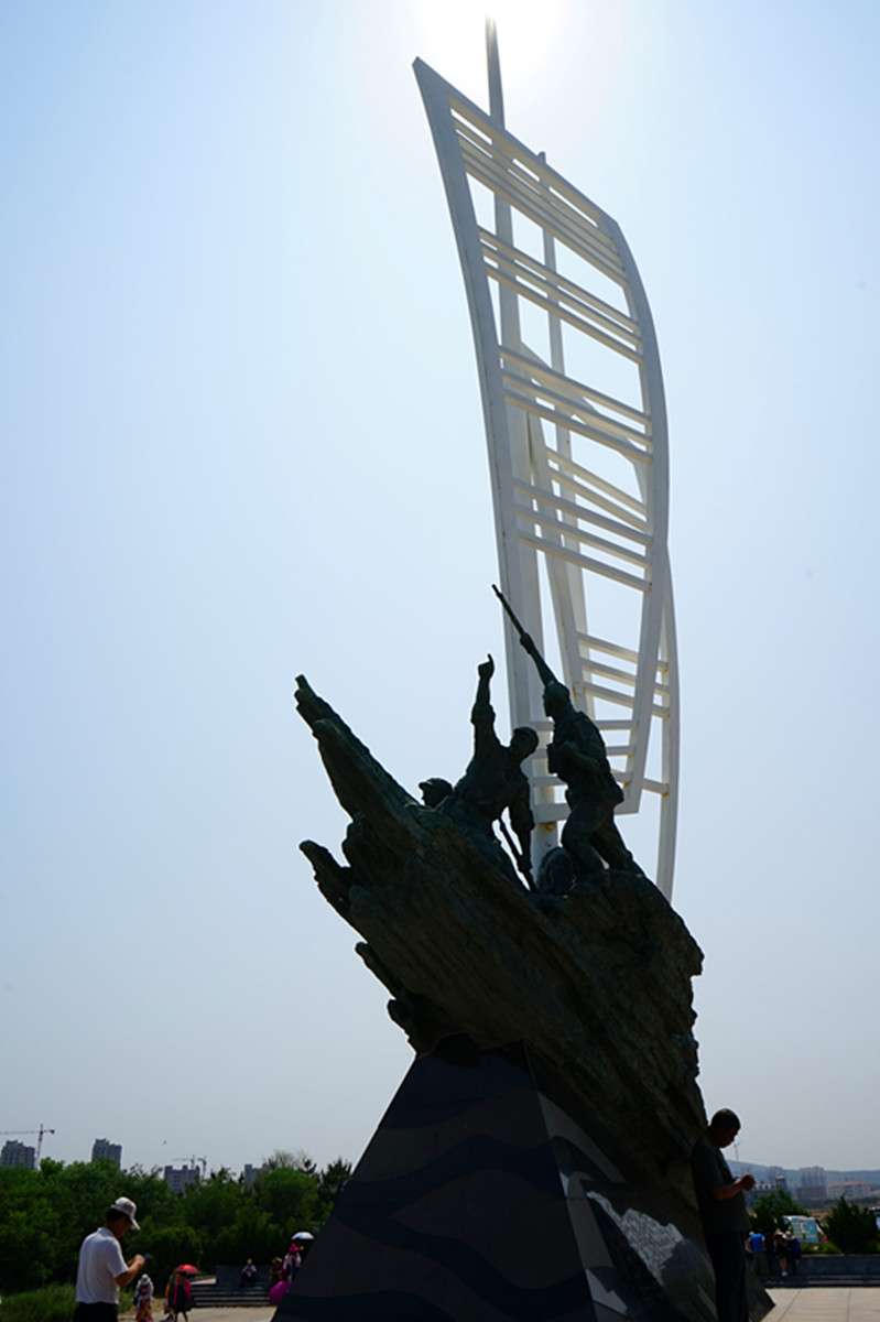 7.八路军将士渡海雕塑纪念碑.jpg