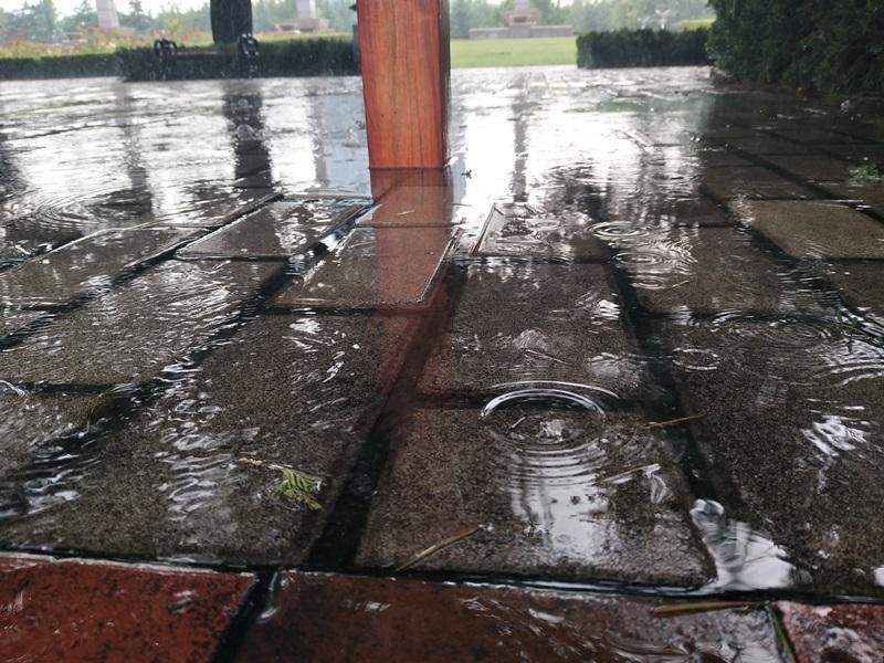 下雨普通地面不透水.jpg