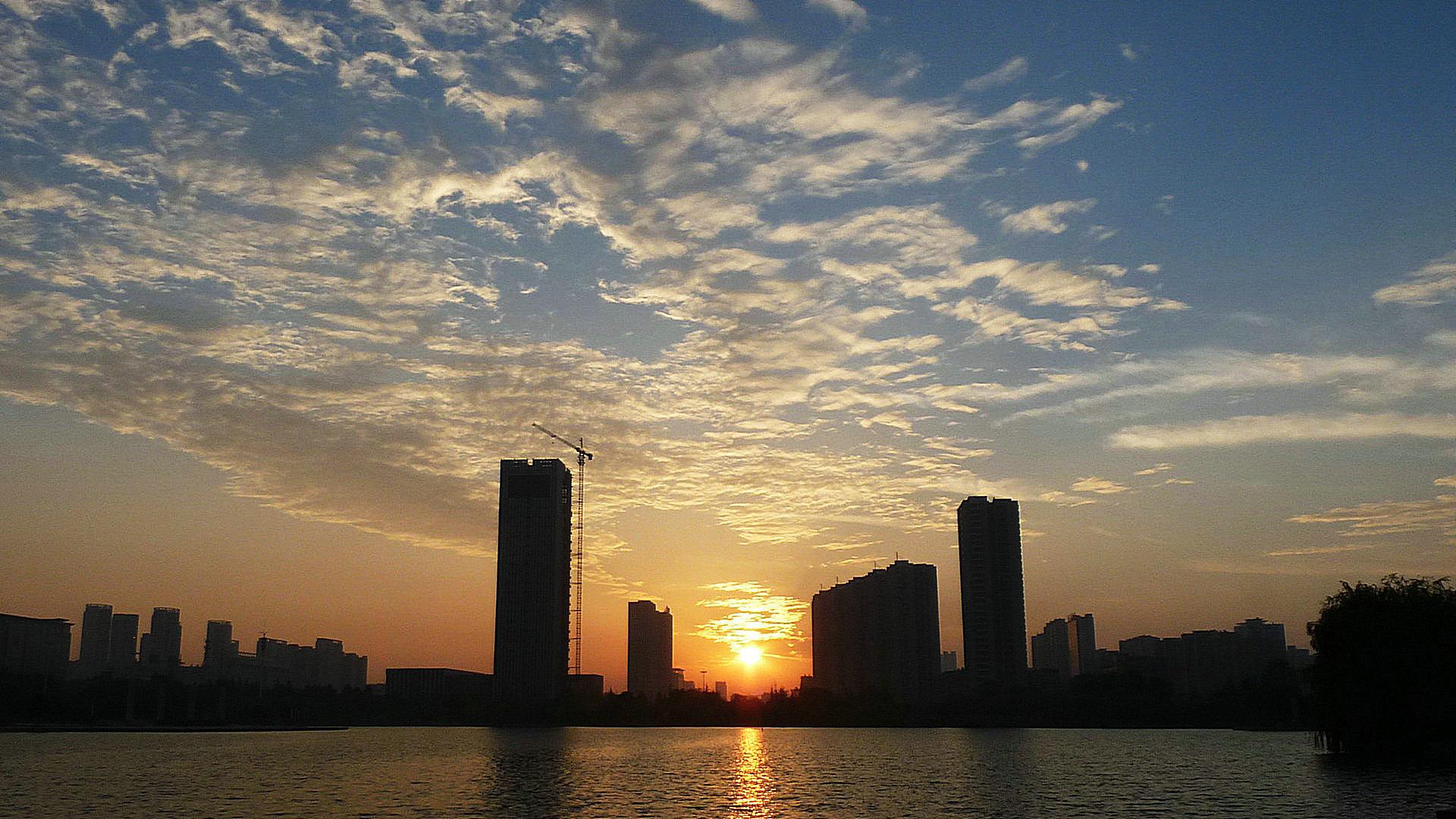 日出凤鸣湖