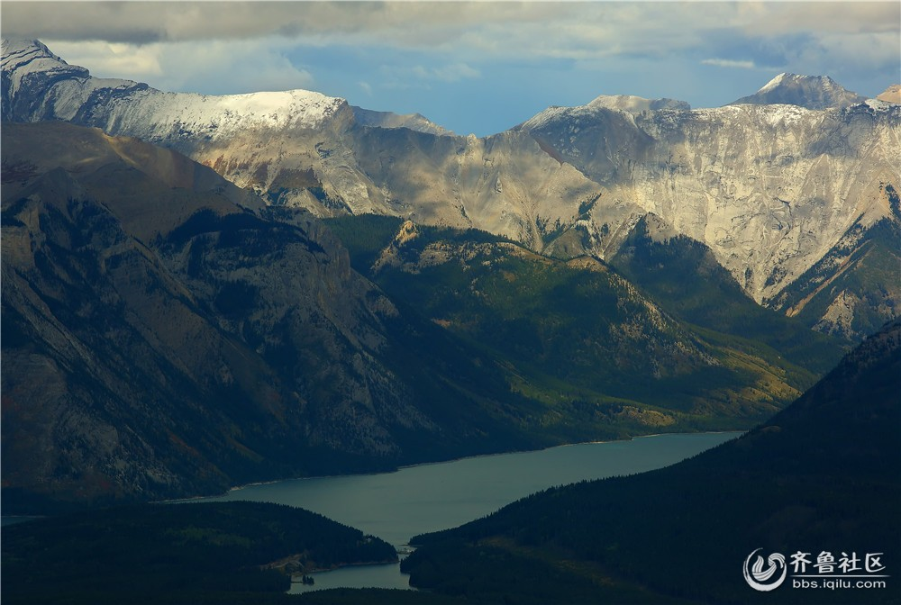 07-班芙秋季周边的湖泊和群山.jpg