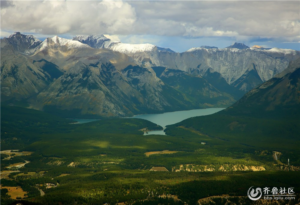 06-班芙秋季周边的湖泊和群山.jpg