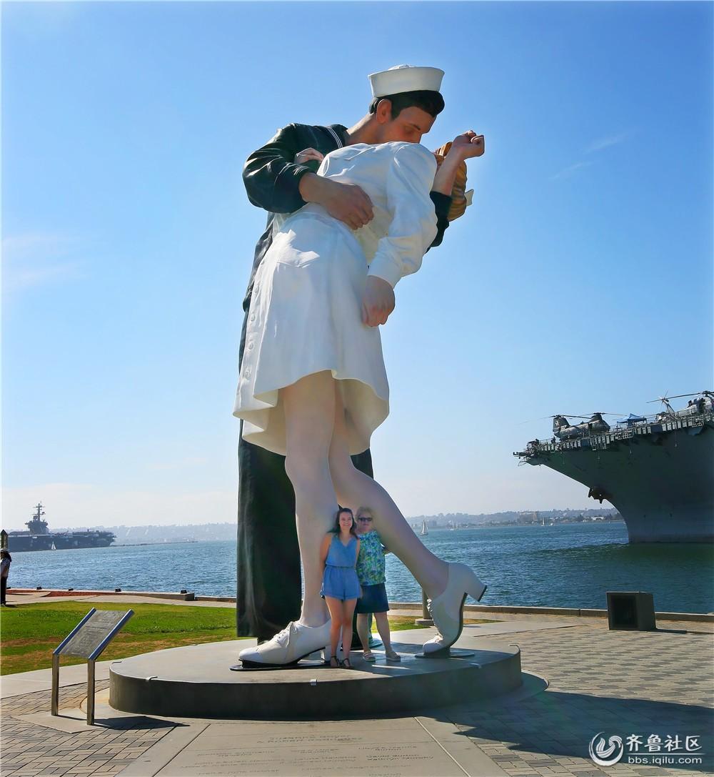 02-胜利之吻雕塑.jpg