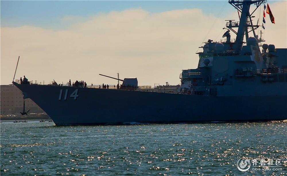 """12-""""拉尔夫-约翰逊号""""宙斯盾舰前主炮和舰桥.jpg"""