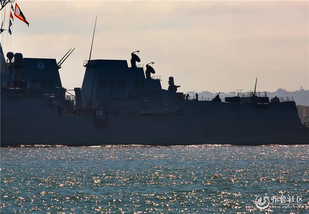 """13-""""拉尔夫-约翰逊号""""宙斯盾舰雷达和防空系统.jpg"""