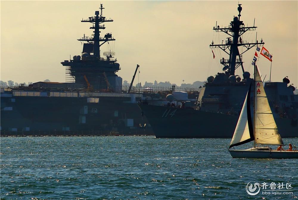 15-航空母舰、驱逐舰和帆船.jpg