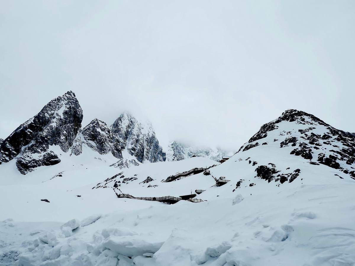 玉龙飞舞云缠绕,万仞冰川直耸天(3)