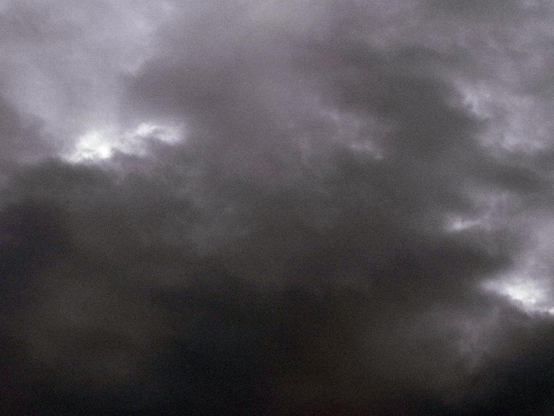 天有乌云 天要下雨图片
