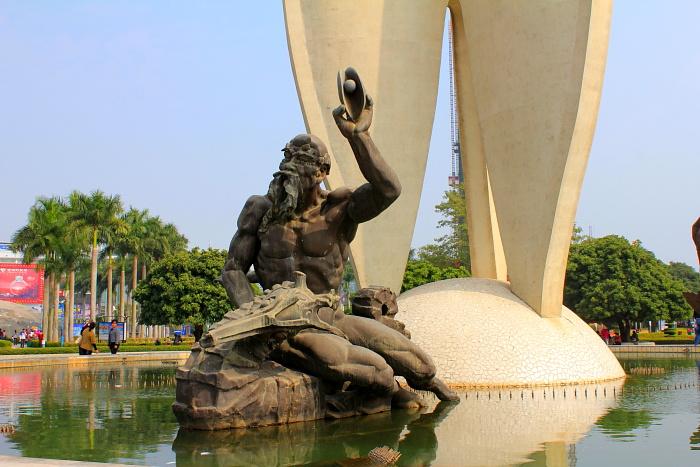 """广西北海北部湾广场""""南珠魂""""雕像"""