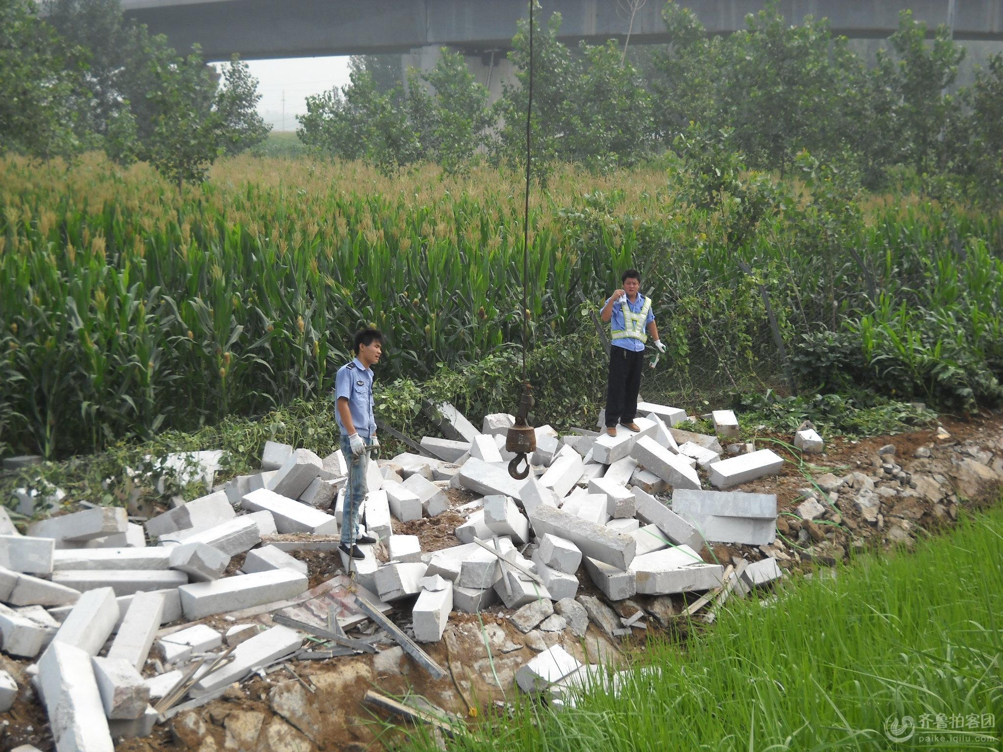 日兰高速曲阜段车祸高清图片